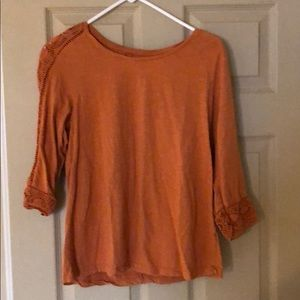 Perfect condition 3/4 sleeve shirt with details